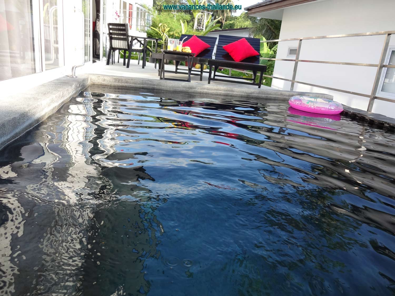 small-pool-of-terrace-rent-villa-koh-samui-thailand-1500